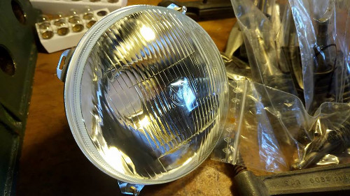 Renault Estafette Old headlight http://vehicules-anciens.fr