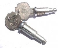 Door locks for Renault Estafette with 2 keys, kit of two barrels for front door driver and tailgate.